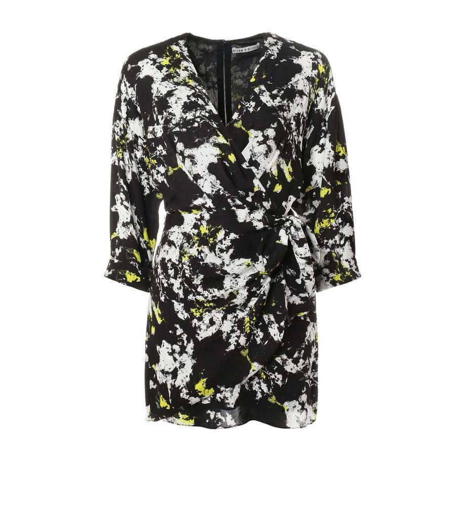 総柄プリントが印象的なラップ風ドレス等新規商品入荷致しました。
