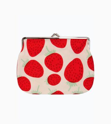 Maija Isolaがデザインを手がけた、「イチゴ」を意味するMansikka(マンシッカ)柄のファブリックを用いたポーチ等新規商品入荷致しました。