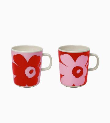 マリメッコ創立70周年のアニバーサリーコレクションより、ケシの花をモチーフにしたUnikko(ウニッコ)柄を大きくデザインしたマグカップセット等新規商品入荷いたしました。